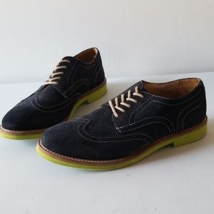 Men's navy and lime wingtip shoes